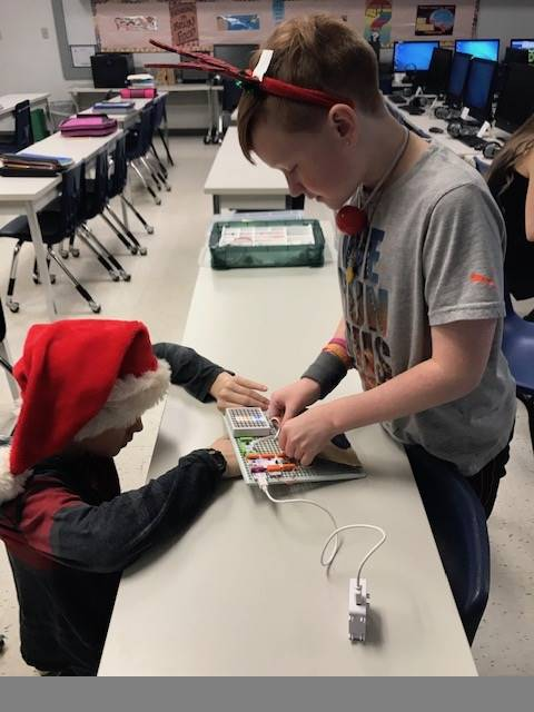 Students building a littlebits project.